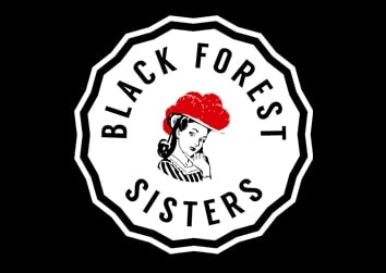 Black Forest Sisters mit rotem Bollenhut