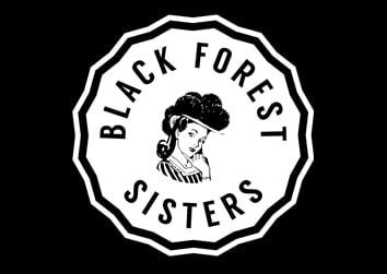 Black Forest Sisters mit schwarzem Bollenhut