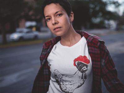 Schwarzwald T-Shirt: Huhn mit Bollenhut, schwarz