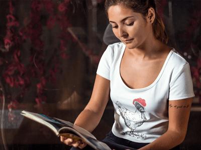 Schwarzwald T-Shirt: Huhn mit rotem Bollenhut