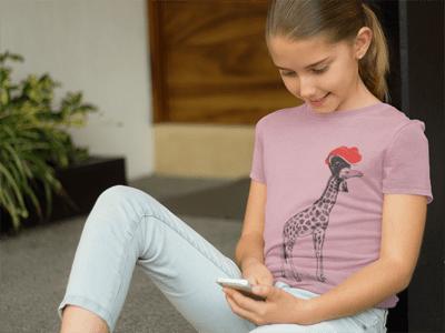 Schwarzwald T-Shirt: Giraffe mit Bollenhut